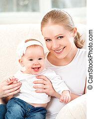 filha, sofá, family., mãe, bebê, lar, feliz