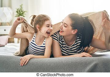 filha, tocando, mãe