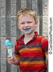 filho comendo, cone, sorvete