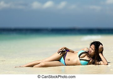 filipina, zand, vrouw, het liggen