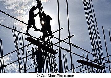 filipino, construção, trabalhadores aço, montagem, aço, barras, ligado, high-rise, predios, com, não, adequado, protetor, ternos, e, segurança, shoes.