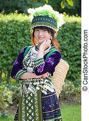 fille asiatique, dans, colline, tribu, déguisement
