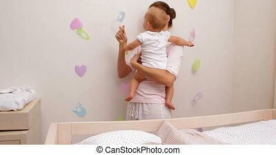 fille bébé, tenue, elle, mère
