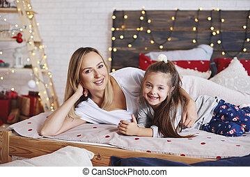 fille, dépenser, lit, matin, mère, portrait, noël