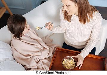 fille, elle, donner, mère, sourire, petit déjeuner, aimer