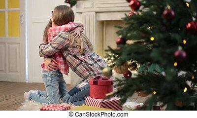 fille, elle, mère, embrasser, baisers, aimer