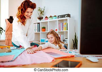 fille, elle, mère, portion, quoique, rire, concevoir, vêtements