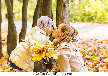 fille, elle, parc, jeune, automne, jeu mère