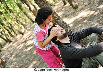 fille, elle, wonderfull, père, forêt, peekaboo, jouer