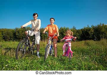 fille, ensoleillé, parc, day., bicycles, parents