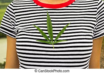 fille, feuille, habillé, vert, naturel, collier, t-shirt, cannabis, poitrine, noir, mensonge, fin, blanc, rayé, rouges, vue