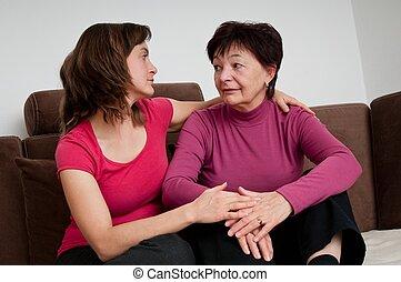 fille, grand, -, problèmes, mère, personne agee, conforts