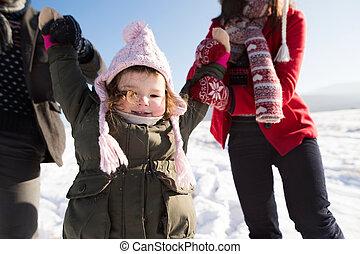 fille, hiver, promenade, leur, unrecognizable, parents