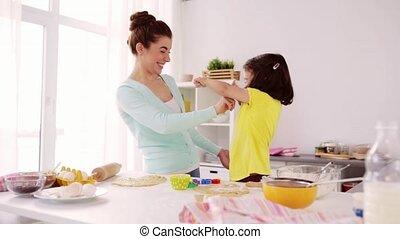 fille, mère, amusement, maison, avoir, cuisine