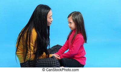 fille, mère, conversation, elle, ensemble, peu, amusez-vous