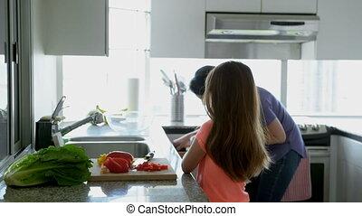 fille, mère, fonctionnement, cuisine, 4k, ensemble