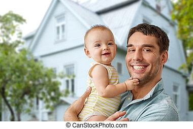 fille, maison, sur, père, tenant bébé, heureux