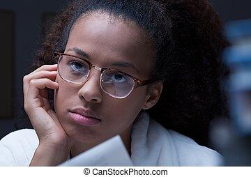 fille noire, adolescent, pensif