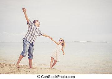 fille, père, jouer, time., plage, jour
