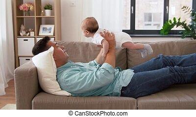 fille, père, milieu, bébé, maison, vieilli