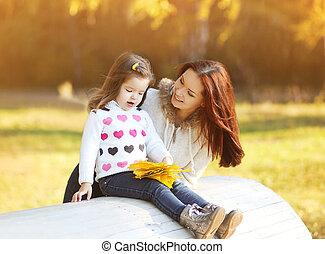 fille, parc, automne, maman, dehors, amusement, avoir, heureux