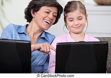 fille, portables, leur, mère, amusement, avoir