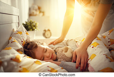 fille, réveille, mère, haut, enfant endormi, girl, matin