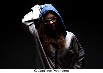 fille sérieuse, ombre, adolescent, capuchon