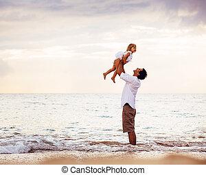 fille, sain, père, ensemble, coucher soleil, amusement, style de vie, sourire, aimer, plage, jouer, heureux