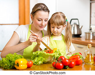 fille, salade, mère, mélange, enseignement, gosse, cuisine