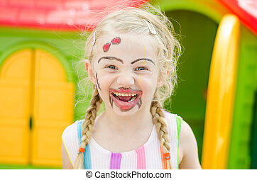 fille souriante, facepainting