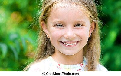fille souriante, figure