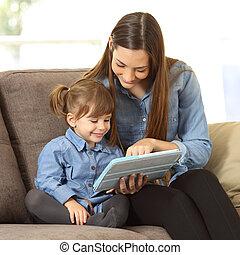fille, tablette, elle, média, projection, mère