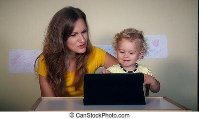 fille, tablette, famille, informatique, maman, amusement, avoir