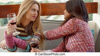 filles, deux, vin, café, avoir, lunettes