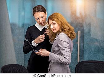 filles, intrigue, bureau, discuter
