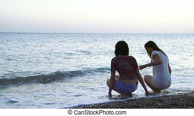 filles, mer, asseoir