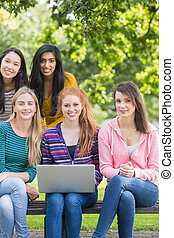 filles, ordinateur portable, parc, collège, jeune
