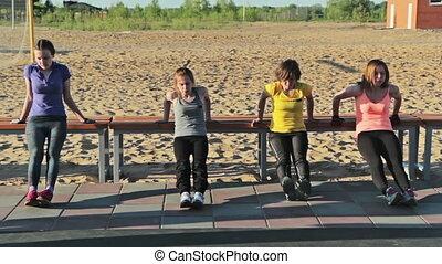 filles, parc, pousées, banc