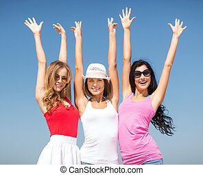 filles, plage, groupe, refroidir