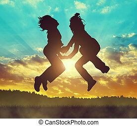 filles, sauter, coucher soleil