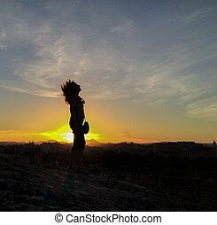 filles, silhouette, coucher soleil