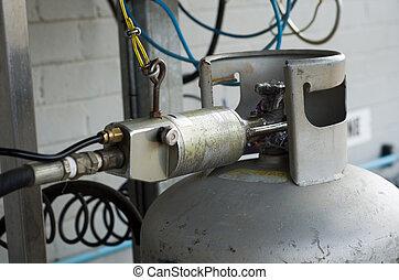 Filling lpg gas bottle