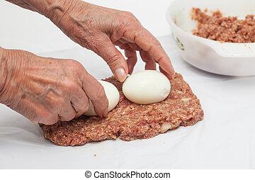 Filling the Egg and Vegetables stuffed meatloaf