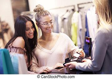 film, bevásárol mall, csoport, boldog, barátok, öltözék