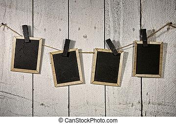 film, het kijken, chalkboards, hangend, een, koord, gehouden, door, clothespins