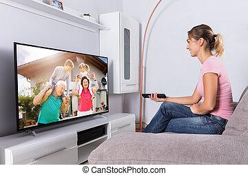 film, televisione, donna, felice, osservare