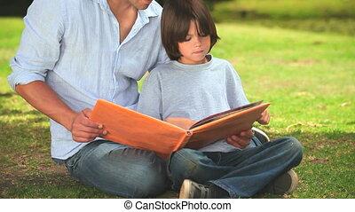 fils, père, outdooors, lecture