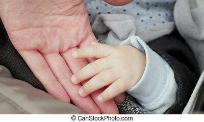 fils, sien, prend, dormir, maman, main, mensonge