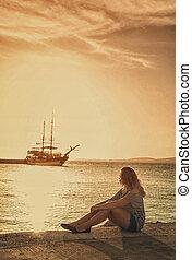 filtro, niña, barco, mirar, efecto, muelle, retro, mar